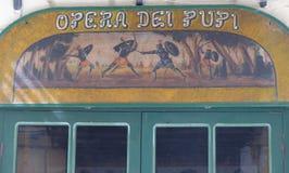 Detalhe do sinal do teatro da ópera do Pupis a Palermo, Sicília, Itália imagem de stock royalty free