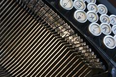 Detalhe do teclado um preto velho da máquina de escrever Imagens de Stock