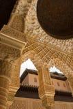 Detalhe do telhado da coluna em Alhambra imagens de stock royalty free