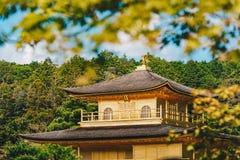 Detalhe do templo de Kinkakuji o pavilhão dourado em Kyoto, Japão Fotos de Stock Royalty Free