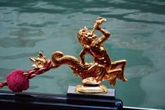 Detalhe dourado de uma gôndola em Veneza, Itália Imagem de Stock Royalty Free