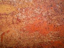 Detalhe e feche acima da oxidação no metal do carro com rachamento, presença de oxidação e corrosão, fundo abstrato bonito Imagem de Stock Royalty Free