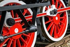Detalhe e feche acima das rodas enormes em um vapor alemão velho locom Imagens de Stock