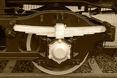 Detalhe e fim do Sepia acima das rodas enormes em um locomo velho do vapor Imagens de Stock Royalty Free