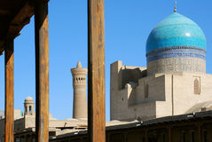 Detalhe Kalyan Mosque e Miri-árabe de Madrassah em Bukhara imagens de stock royalty free