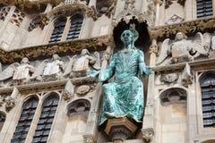 Detalhe Kent Southern Englan da fachada da entrada da catedral de Canterbury fotos de stock royalty free