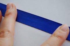 Detalhe liso isolado da fita azul fotos de stock