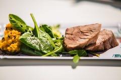Detalhe no designe especial para o alimento na placa Fotos de Stock Royalty Free