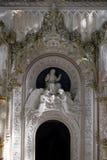 Detalhe no parque - estátua de pedra velha com anjos, Quinta da Regaleira em Sintra, Portugal Imagem de Stock Royalty Free
