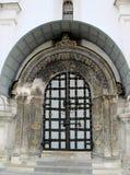 Detalhe no quadrado da catedral dentro do complexo do Kremlin de Moscou, Rússia fotos de stock royalty free