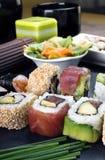 Detalhe o macro da bandeja de rolos de sushi Fotografia de Stock Royalty Free