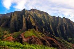 Detalhe a opinião de penhascos ásperos do Na Pali, Kauai da paisagem fotografia de stock royalty free