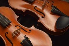Detalhe próximo de dois violinos 1 Fotografia de Stock
