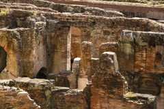 Detalhe subterrâneo Amphitheatrum Flavium Roma antiga Itália de Colosseum Foto de Stock