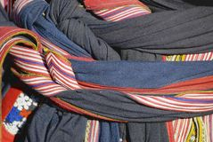 Detalhe tradicional de matéria têxtil do traje das mulheres pretas da minoria de Miao Cidade de Sapa, ao noroeste de Vietname ½ d Imagens de Stock