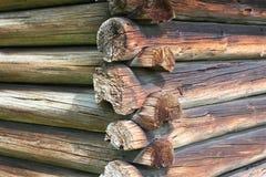 Detalhe velho do canto da cabana rústica de madeira Imagem de Stock