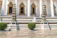 Detalhes arquitetónicos de Wat Suthat, templo real Fotos de Stock