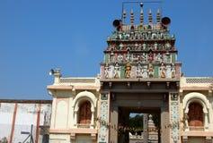 Detalhes arquitetónicos do balaji hindu do deus das pessoas de 200 anos de templo venkateswar Gopuram, a entrada Imagem de Stock Royalty Free