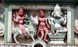 Detalhes arquitetónicos do balaji hindu do deus das pessoas de 200 anos de templo venkateswar Gopuram, a entrada Imagem de Stock