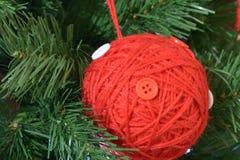 Detalhes da árvore de Natal na casa de família imagem de stock
