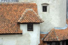 Detalhes da arquitetura de um castelo na vila do farelo imagens de stock