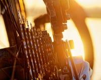 Detalhes da bicicleta na luz solar fotografia de stock