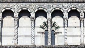 Detalhes da fachada do San Martino Cathedral em Lucca Foto de Stock Royalty Free