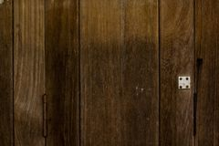 Detalhes da porta feitos do lath fotos de stock