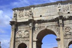 Detalhes de Arco de Constantino em Roma imagem de stock