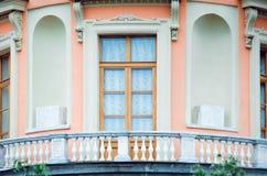 Detalhes de arquitetura velha bonita, de balcão e de janela Construções históricas do St fotos de stock