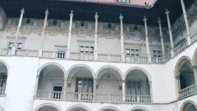 Detalhes de castelo de Wawel em Krakow, Polônia Marco local e destino turístico popular vídeo 4K filme