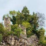 Detalhes de castelo Zenoburg em uma paisagem verde Vila de Tirol, prov?ncia Bolzano, Tirol sul, It?lia foto de stock royalty free