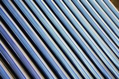 Detalhes de coletor solar evacuado do tubo fotografia de stock royalty free