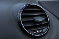 Detalhes de condicionamento de ar no carro moderno Fotografia de Stock Royalty Free