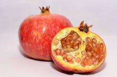 Detalhes de frutos selvagens isolados da romã ilustração stock