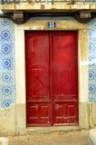 Detalhes de porta vermelha Foto de Stock Royalty Free
