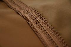 Detalhes de um djellaba marroquino marrom Fotos de Stock