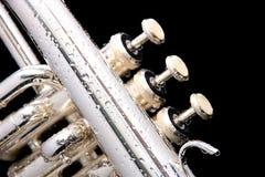 Detalhes de um fluegelhorn de prata fotografia de stock royalty free