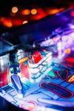 Detalhes de uma tampa brilhante e colorida de Arcade Game Board do pinball imagens de stock royalty free