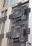 Detalhes do art deco em uma porta de um art deco/construção modernista, Imagem de Stock Royalty Free