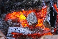 Detalhes do close-up de madeira que queimam-se no fogo Fotografia de Stock