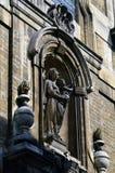 Detalhes do close-up na fachada da igreja de nossa senhora do auxílio Notre-Dame de Bon Secours, Bruxelas, Bélgica Foto de Stock Royalty Free