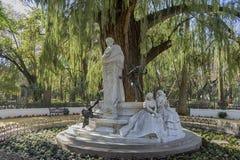 Detalhes do monumento dedicado ao poeta Gustavo Adolfo Becquer em Sevilha Imagens de Stock