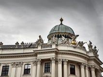 Detalhes do palácio de Hofburg no centro da cidade de Viena imagens de stock