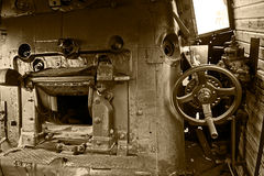 Detalhes do Sepia de um interior velho 1 da locomotiva de vapor fotografia de stock royalty free