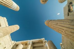 Detalhes em torno da acrópole do Partenon de Atenas Plac arqueológico foto de stock royalty free
