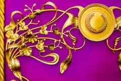 Detalhes, estrutura e ornamento do malleation do ferro Ornamento decorativo floral, feito do metal Teste padrão metálico do vinta Imagem de Stock Royalty Free