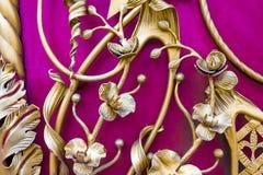 Detalhes, estrutura e ornamento do malleation do ferro Ornamento decorativo floral, feito do metal Teste padrão metálico do vinta Imagem de Stock