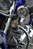 Detalhes feitos sob encomenda azuis do cromo da motocicleta Imagem de Stock Royalty Free