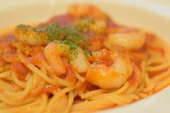 Detalhes macro de espaguetes italianos do camarão do alimento imagem de stock